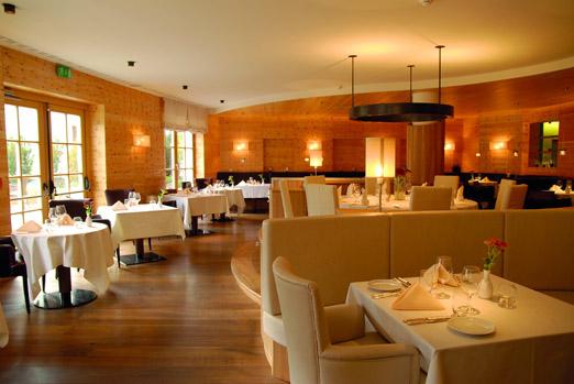 ADLER_BALANCE_Restaurant2KLein