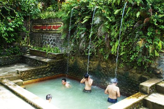 Bali_Heiße Quellen IndonesierK